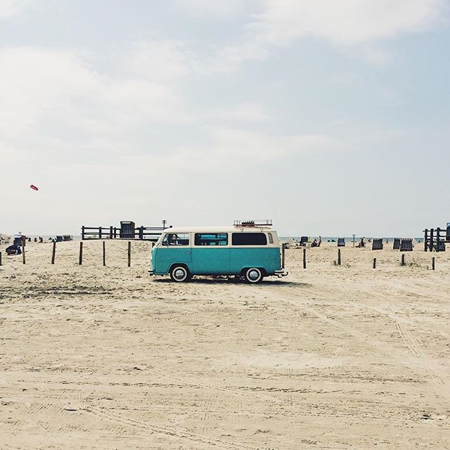 VW Bus T2, St. Peter Ording, beach. Van life. #nordfriesland #vwbus #beach